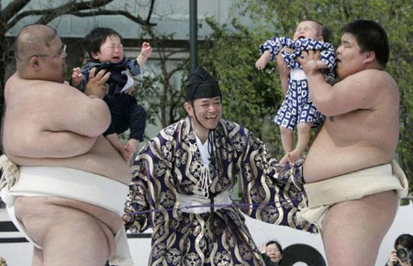 Crazy Japanese Baby-cry Sumo Contest